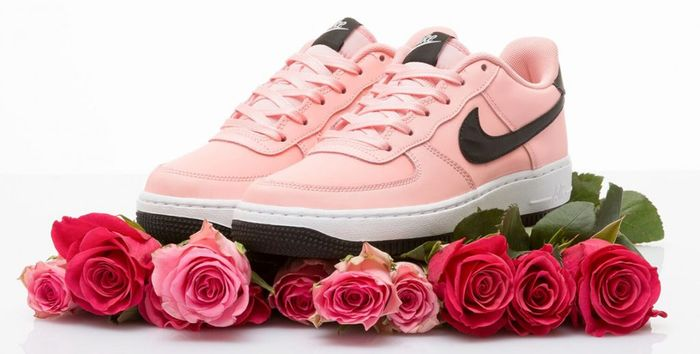 nike-air-force-1-low-valentines-day_700.jpg